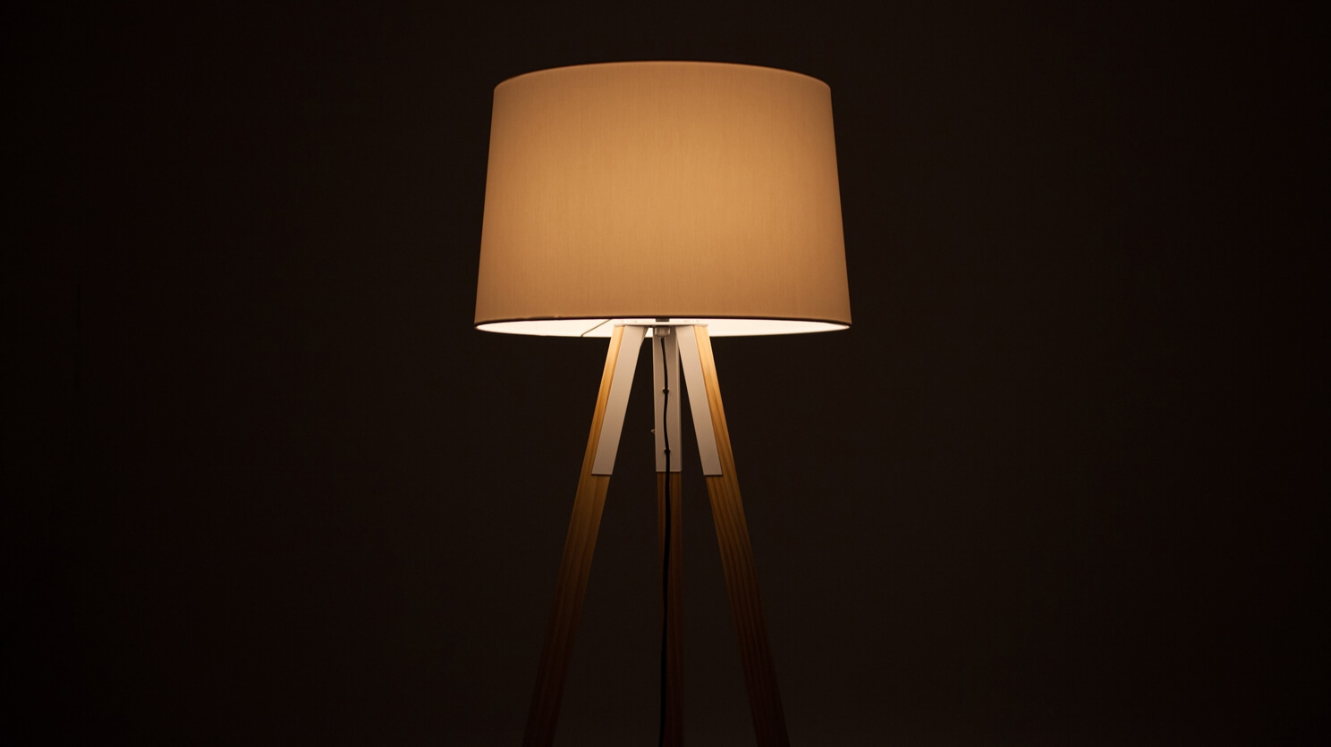 Axle Floor Lamp Eq3