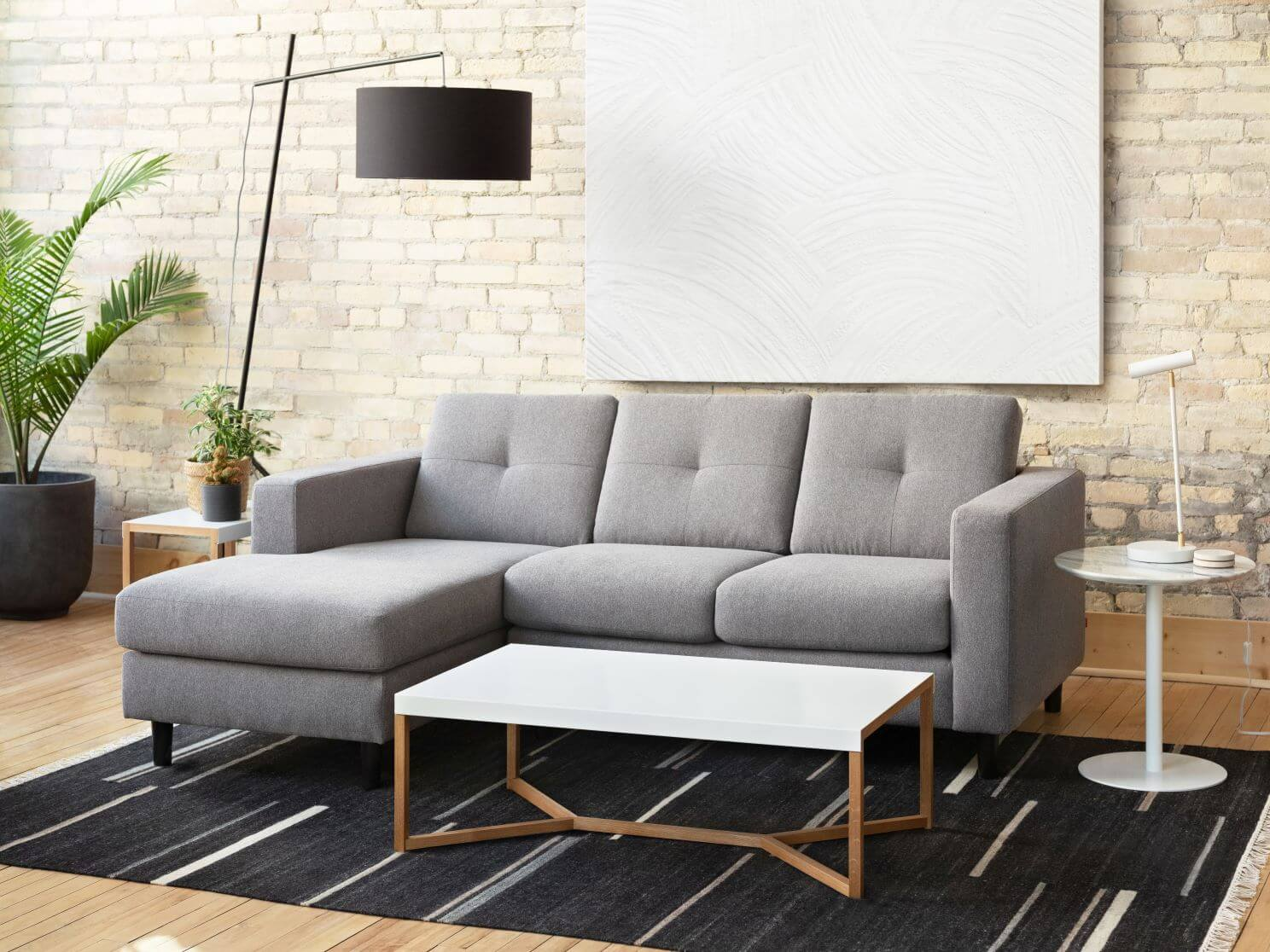 Solo Modern Sectional Sofa With Chaise